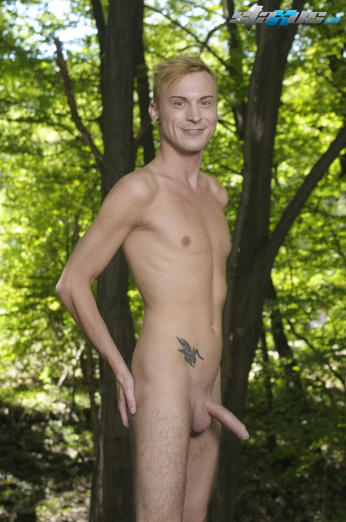 Sex outdoors twink